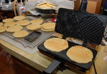 Top 10 Best Pizzelle Makers in 2020 Reviews – Buyer's Guide