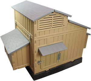 7. SnapLock Formex Large Chicken Coop