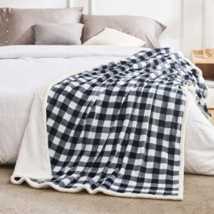 9. BEAUTEX Sherpa Fleece Throw Blanket