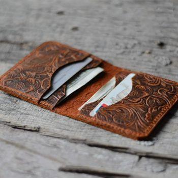 6. Personalized Minimalist Bifold Wallet